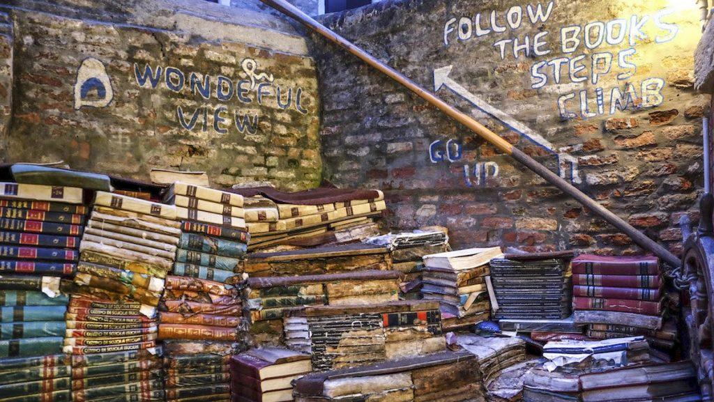 Libreria Acqua Alta - Veneto Secrets
